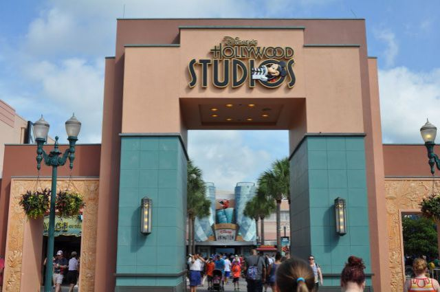 hollywood studios sign