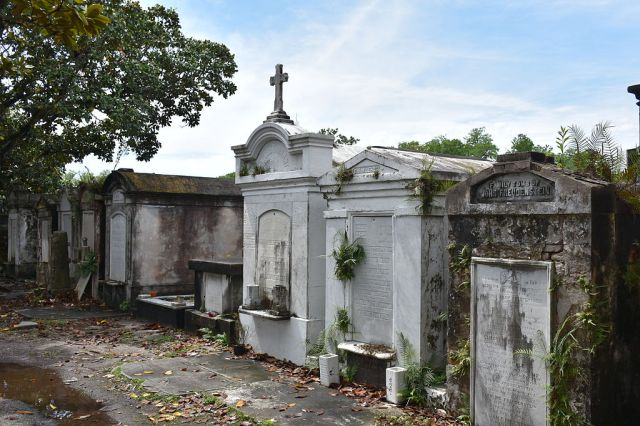 Tombs_at_Lafayette_Cemetery_No_1_Garden_District_New_Orleans