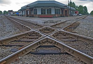 Railroad_crossover_in_Corinth,_Mississippi,_United_States[1]
